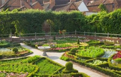 The_Gardens_at_New_Place_c._VisitBritian_-_Lee_Beel_-_Copy.jpg