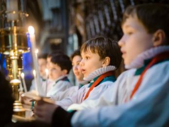Choristers_at_Salisbury_Cathedral.jpg