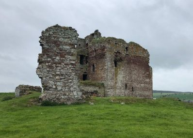 Cessford_Castle_-_St_Cuthberts_Way.jpg