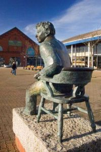 Dylan_Thomas_statue_-_Copy.jpg
