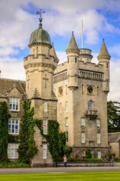 Balmoral_Castle_c_VisitScotland_-_North_East_250_-_Damian_Shields_-_Copy.jpg